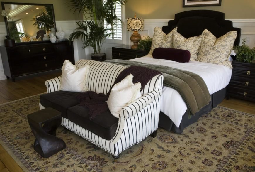 Best 21 Stunning Master Bedrooms With Couches Or Loveseats With Pictures