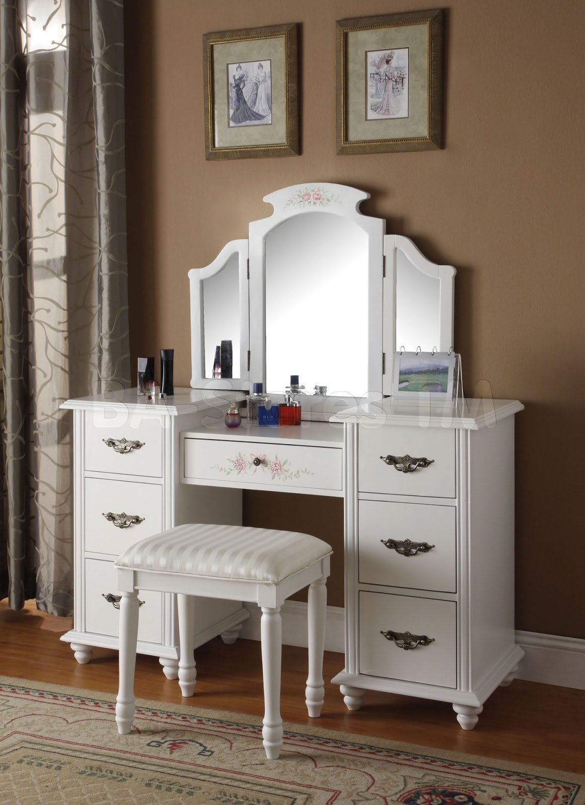 Best Bedroom Vanities A New Female S Best Buddy Dreams House With Pictures