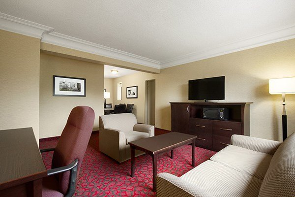 Best Find Toronto Hotels With Suites Ramada Toronto Hotel Canada With Pictures