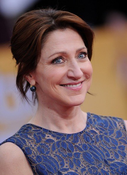 Free Edie Falco S Easy Updo Haute Hairstyles For Women Over Wallpaper