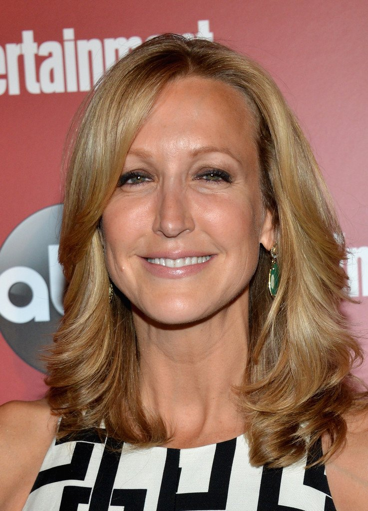 Free Lara Spencer Medium Layered Cut Shoulder Length Wallpaper