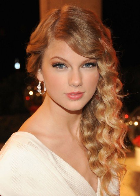Free Taylor Swift Side Swept Waves For Long Hair Hairstyles Wallpaper
