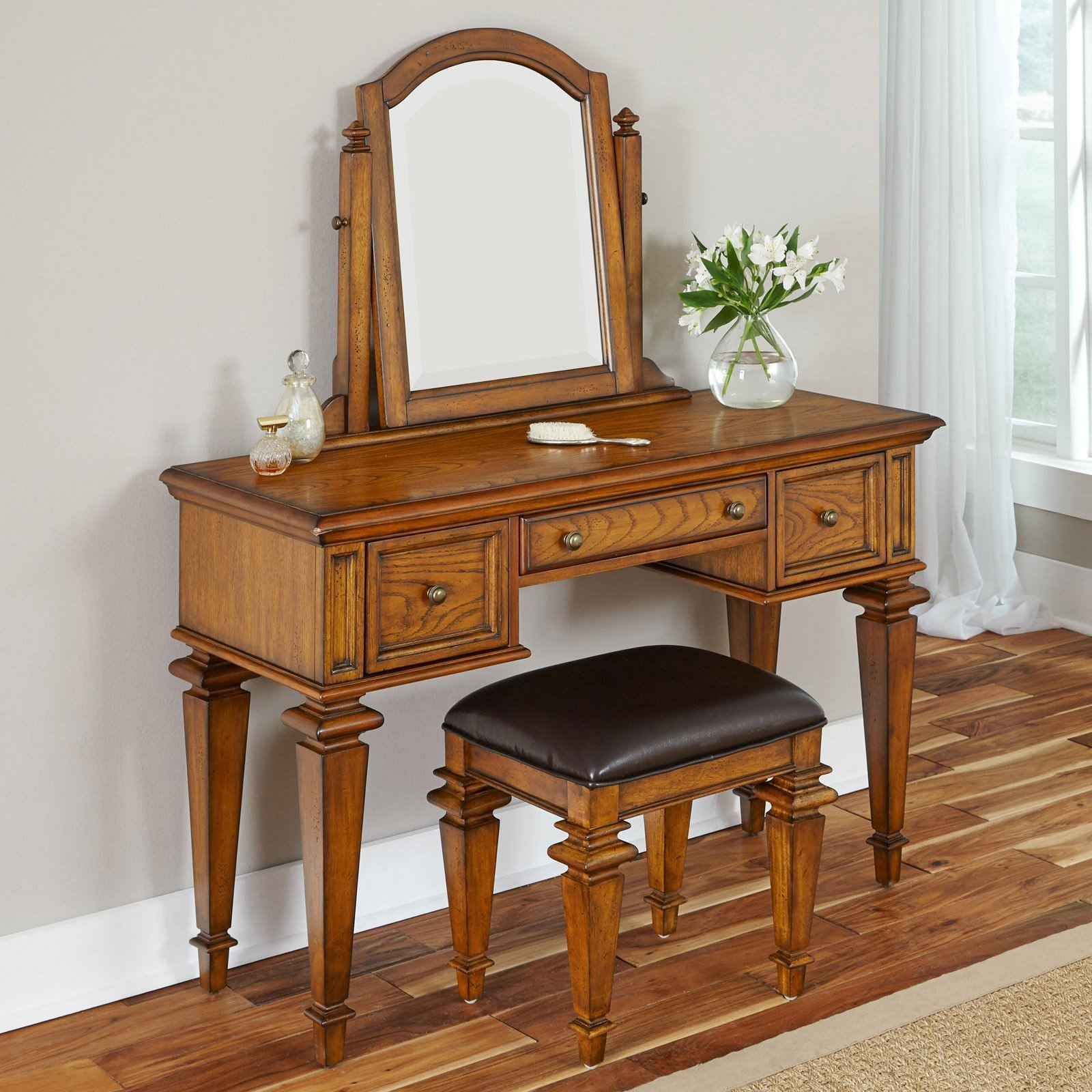 Best Home Styles Americana Vanity And Mirror Oak Bedroom With Pictures