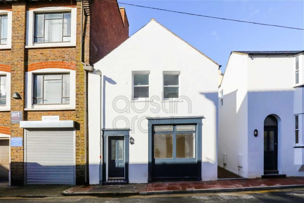 Best 2 Bedroom House For Sale In Castle Street Brighton With Pictures