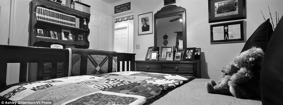 Best Bedrooms Of The Fallen Haunting Black And White Photos Offer Rare Glimpse Of The Lives Of Young With Pictures