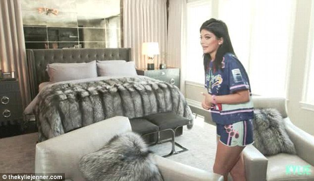 Best Kylie Jenners Gives Fans An Intimate Tour Of Her Bedroom With Pictures