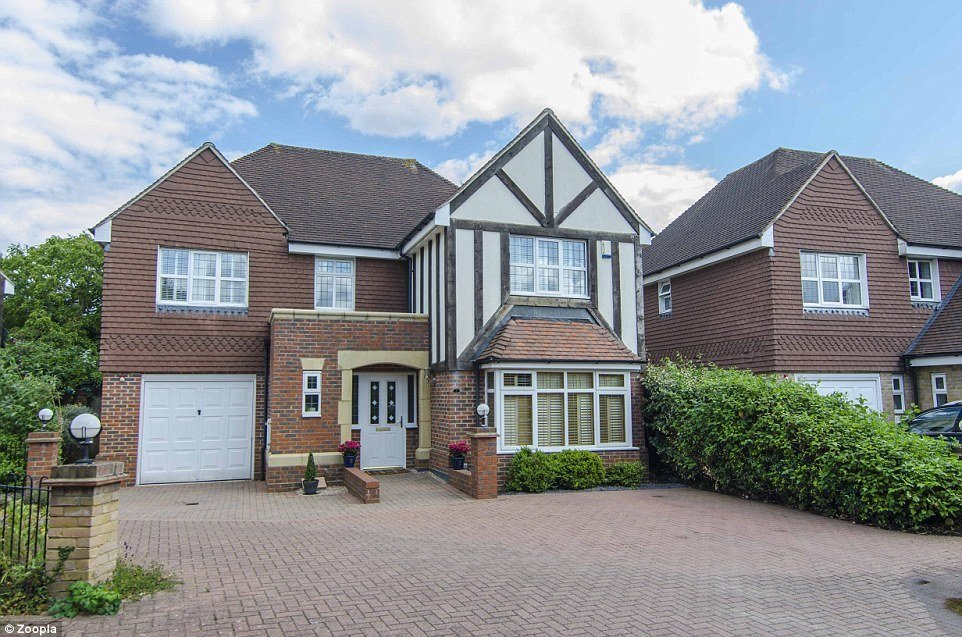 Best The January Property Sale House Prices Cut By Up To 50 Daily Mail Online With Pictures