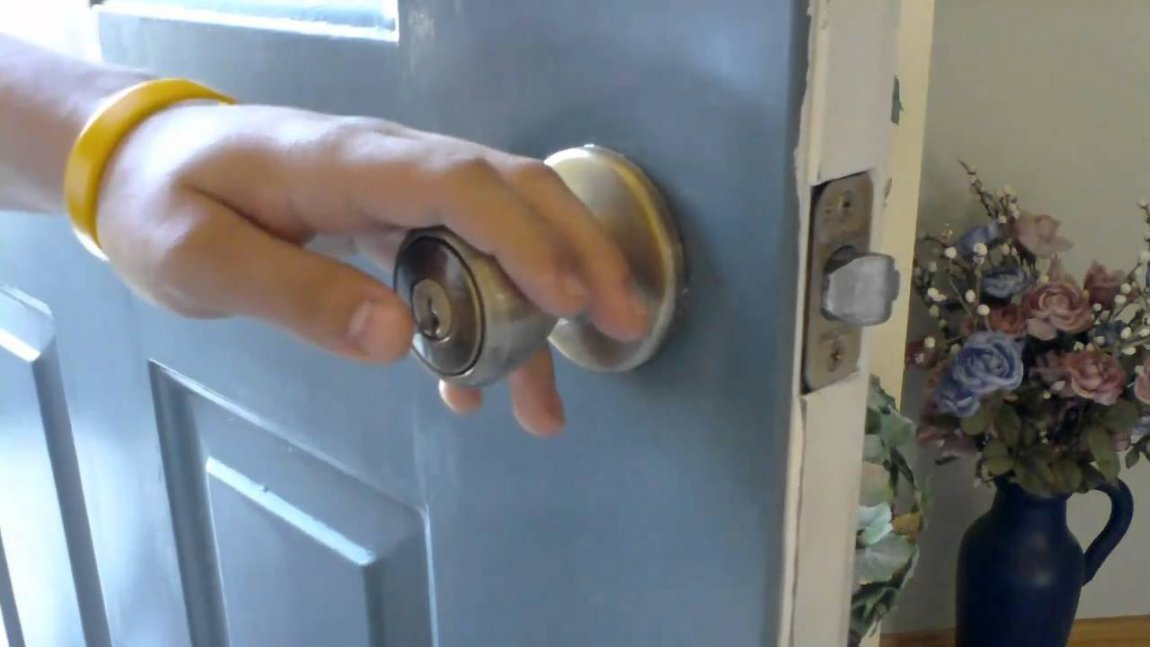 Best How To Pick A Bedroom Door Lock Open Deadbolt With Knife With Pictures