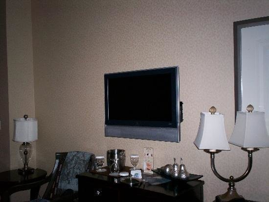 Best Flat Screen Tv In Bedroom Picture Of Courtyard Tacoma With Pictures