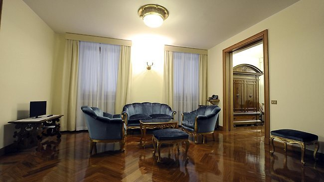 Best Pope Francis Chooses To Live In A Two Bedroom Apartment Instead Of Palace With Pictures