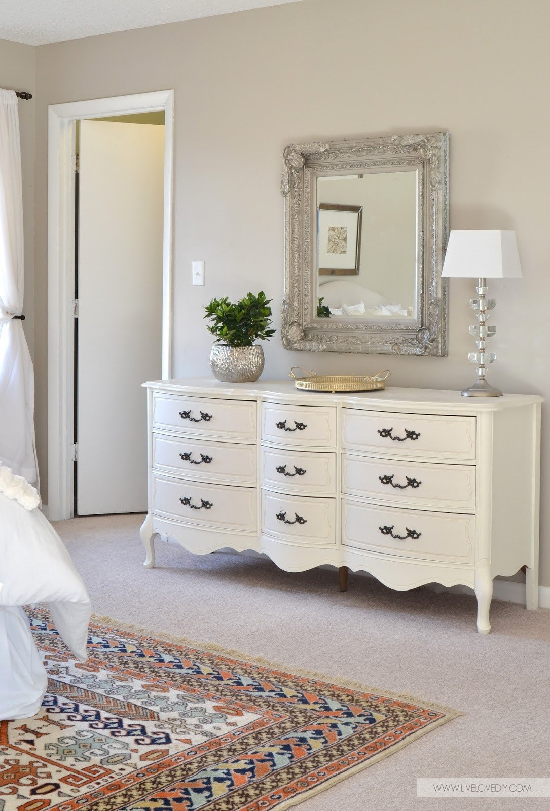 Best 12 Ultra Glamorous Vintage Dressers For Your Home With Pictures