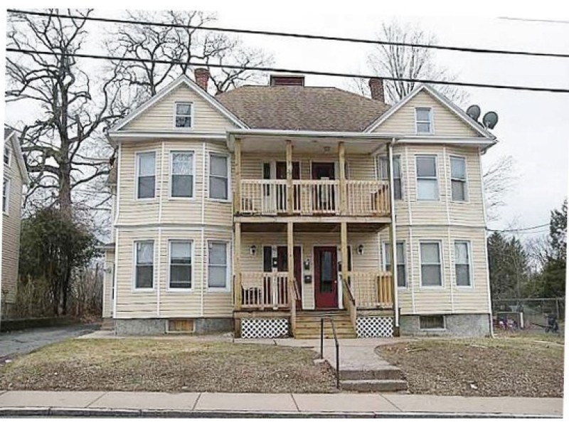 Best 2 Bedroom Apartment On School St Rents For 950 Other With Pictures