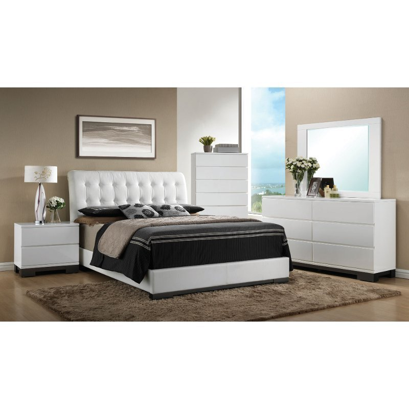 Best White Contemporary 6 Piece Queen Bedroom Set Avery Rc With Pictures