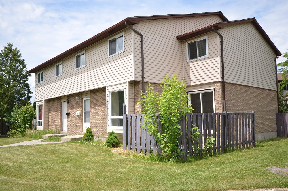 Best Sarnia 2 Bedrooms Townhouse For Rent Ad Id Smi 351173 With Pictures