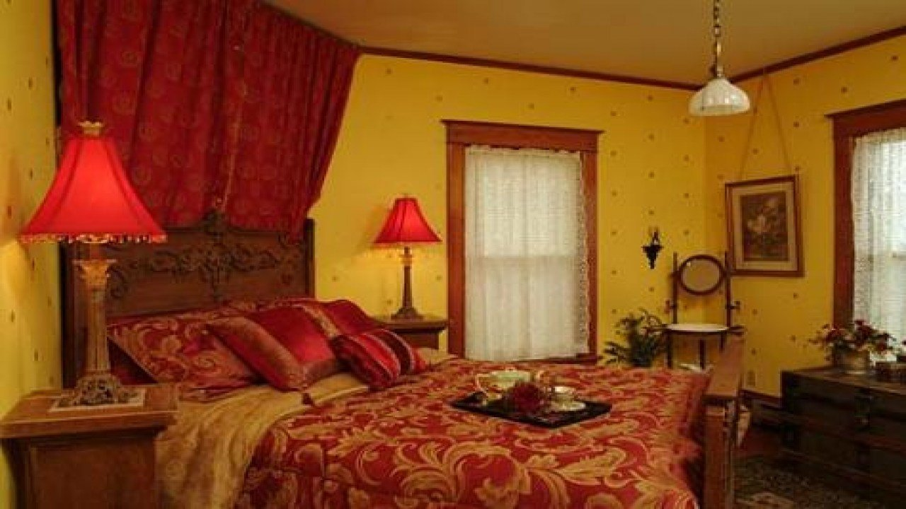 Best Red And Gold Bedroom Red And Gold Master Bedroom With Pictures