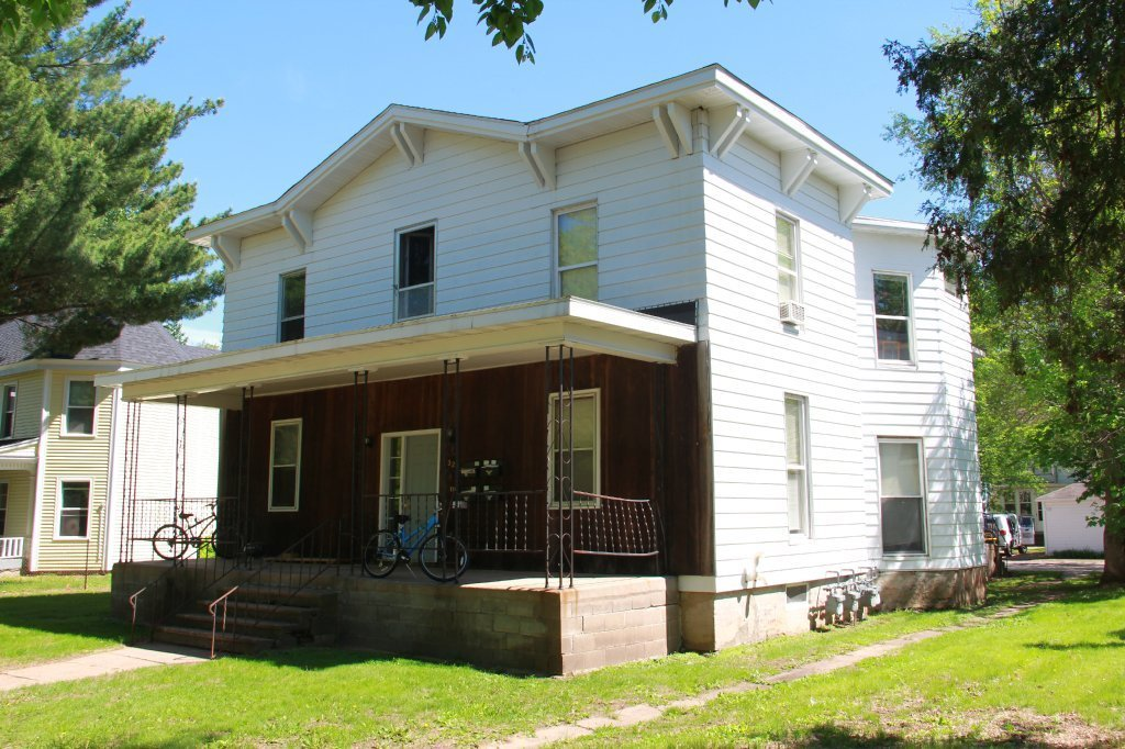Best 327 Niagara St Apartment 1 Uwec Student Apartment For Rent With Pictures
