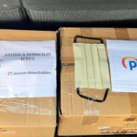 AL PP le sale mal el merchandising: reparte mascarillas con su logotipo sin homologar que suponen un riesgo para la salud