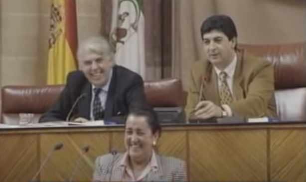 aataque de risa parlamento de Andalucia