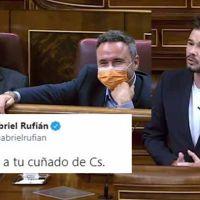 """Rufián hace reír hasta a Cs: """"De ganar dopados a caber en una furgoneta"""""""
