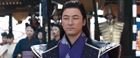 Asano Tadanobu 浅野 忠信 interpreta Kira Yoshinaka 吉良 義央, colui che fu considerato dai 47 rōnin il vero responsabile della morte di Asano Naganori.