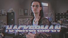 Hackerman ha la faccia del tipico ragazzo che passa le giornate davanti al computer, smunto, trasandato, ma che si sente figo perché è un hacker.