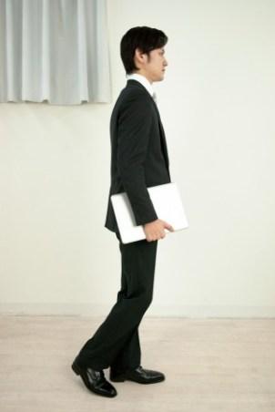 スラックスとは?スーツ?意味は?チノパンとの違いは?クールビズで着るのが普通?