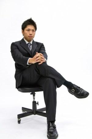スラックス(スーツ)の裾上げのやり方!ミシンでできる?持ち込みだと料金はいくらくらい?