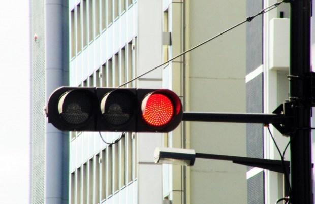 信号無視は現行犯以外で逮捕される?通報は意味ないの?