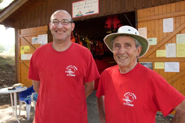 Olivier et Daniel Fitte, bénévoles de l'association Sports Loisirs Le Porge © Noémie Coppin/ccas