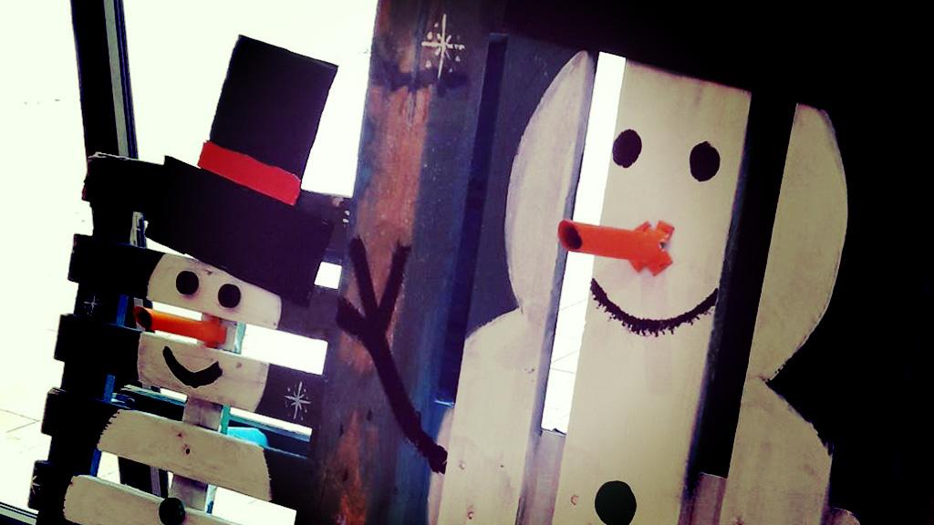 À Marinca aussi on a des bonhommes de neige… en bois. ©DR/CCAS