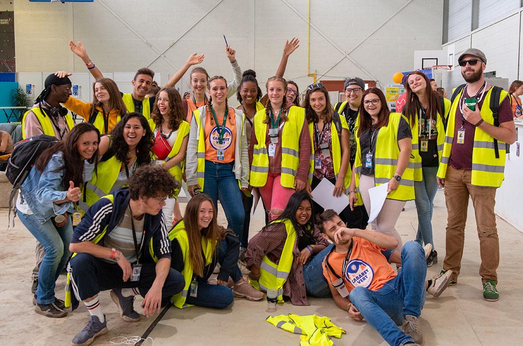 Les jeunes ravis de leur expérience bénévole dans un festival. ©Didier Delaine/CCAS