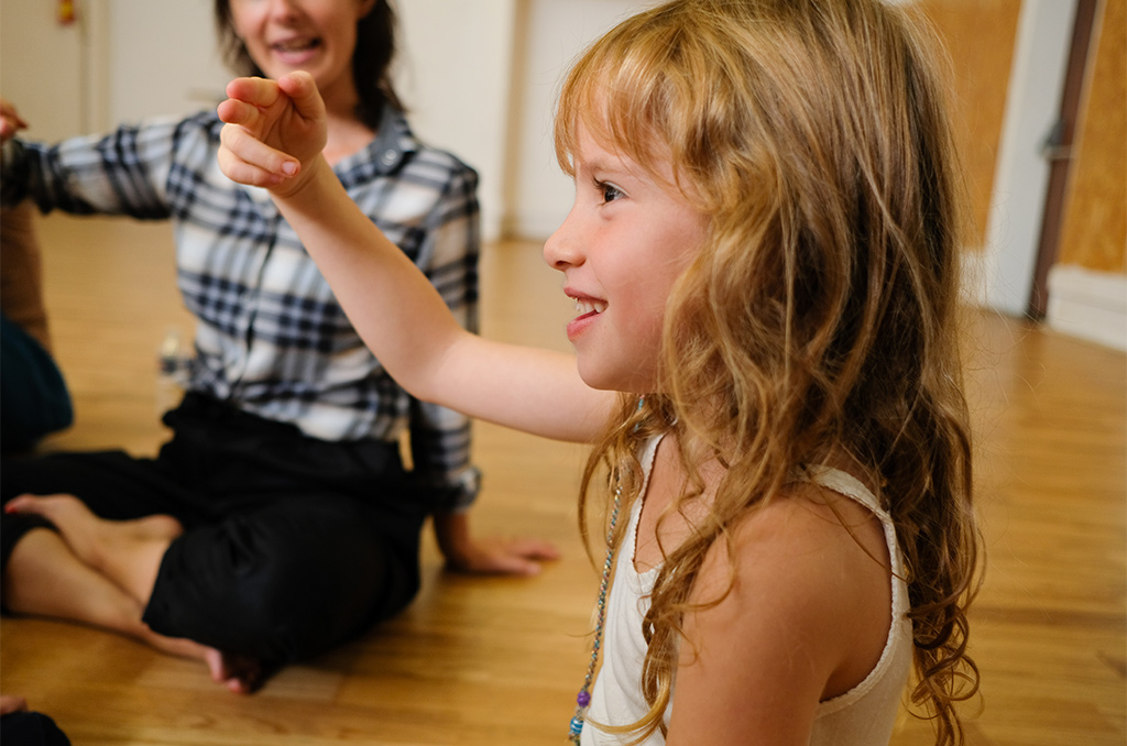 Une autre forme de danse : celle des doigts qui parlent. ©Charles Crié/CCAS