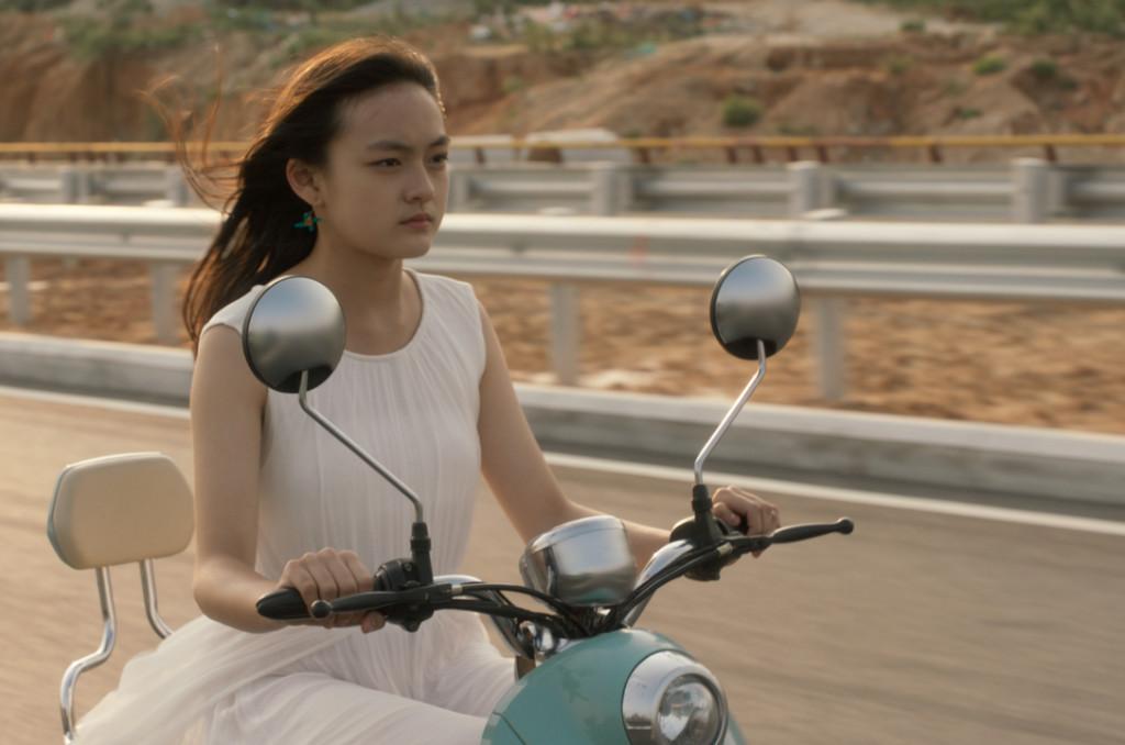"""Témoin d'un crime dans """"les Anges portent du blanc"""", Mia oscille entre combat pour la survie et soif de liberté. ©22 hours Films"""