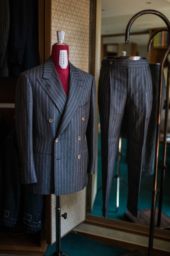 A very 1940's cut with horizontal peak lapels and wide set buttons.