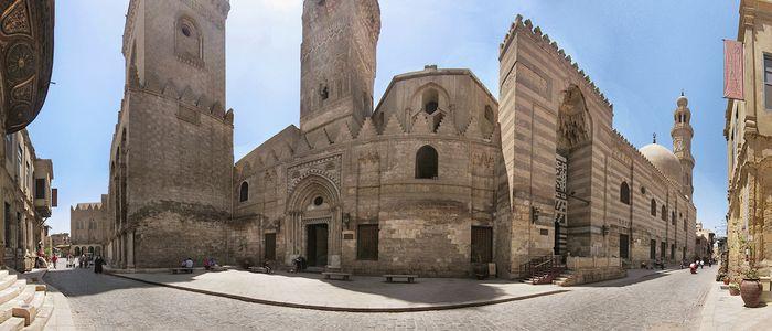 Historic sightseeing at Al-Muizz Al-Deen Allah Street