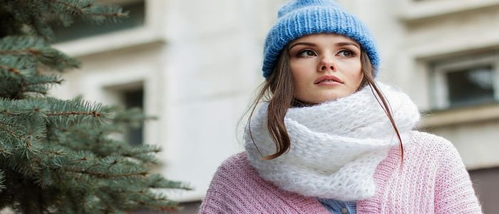 winter travel outfits for women  - snood
