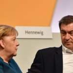 Bundeskanzlerin Angela MERKEL geht mit Markus SOEDER (Ministerpraesident Bayern und CSU Vorsitzender). 32.Parteitag der