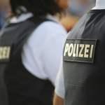 Polizei (Symbolbild: shutterstock.com/Von lonndubh)