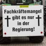 Demonstrationsschild am Trecker auf der Bauern-Demonstration am 26.11.2019 in Berlin *** Demonstration sign on tractor o