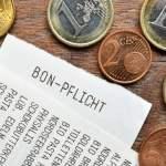Symbolbilder Kassenbon-Pflicht – Fotomontagen FOTOMONTAGE, Kassenbons und Geldmünzen, Symbolfoto Bon-Pflicht *** PHOTOMO