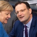 Bundeskanzlerin Angela MERKEL (CDU) und Gesundheitsminister Jens SPAHN (CDU) 111. Plenarsitzung des Bundestages mit eine