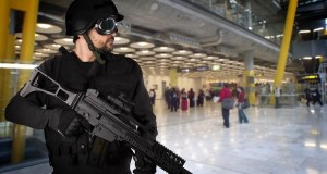 Flughafen (Symbolbild: shutterstock.com/Von Fernando Cortes)