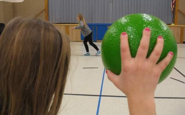 Völkerball, ein menschenverachtendes Spiel? (Bild: shutterstock.com/ Von Ory Gonian)