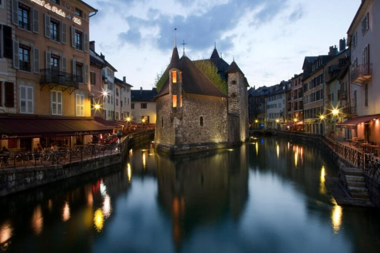 airbnb annecy old town