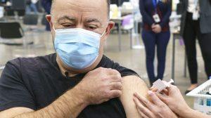 Le vaccin d'AstraZeneca suspendu pour les moins de 55 ans au Québec