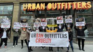 Des militants de PETA veulent «fermer par cruauté» Urban Outfitters