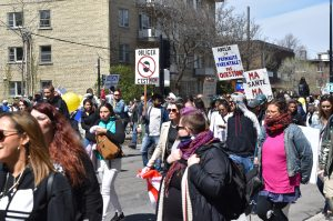 Des milliers de personnes manifestent contre les mesures sanitaires