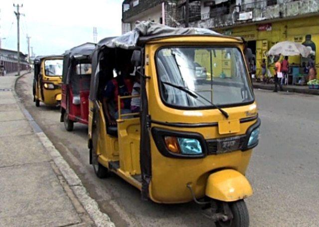 Énergies renouvelables un étudiant nigérian crée un tricycle solaire