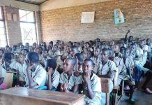 Surnombre dans des classes du primaire au Burundi