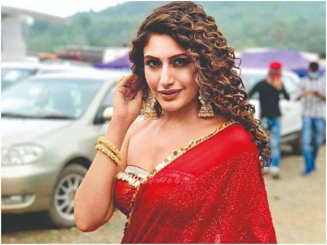 Surbhi Chandna Net Worth